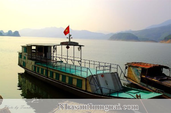 Cho thuê thuyền đi tham quan